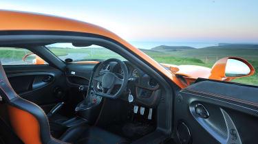 Noble M600 - interior