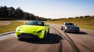 Aston Martin Vantage - pair tracking 3