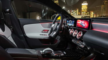 Mercedes-AMG CLA35 - dash