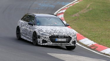 Audi RS6 Avant spied 2019 (body-on) - hard cornering