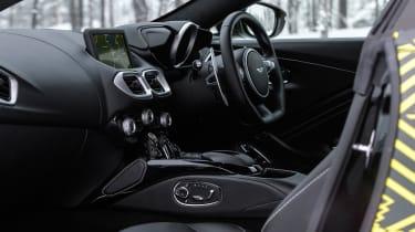 Aston Martin Vantage – interior