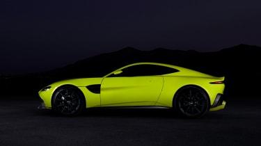 evo exclusive Aston Martin Vantage - green profile