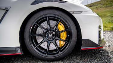 992 GT3 group test – GT-R wheel