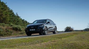 Audi SQ8 TFSI 2021 – front quarter cornering