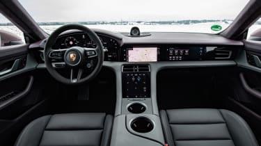Porsche Taycan rwd - pink dash