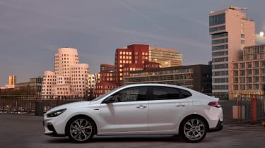 Hyundai i30 Fastback N-Line - profile