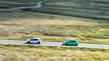 Peugeot 208 GTi by Peugeot Sport vs Renault Sport Clio 200 Cup - pan