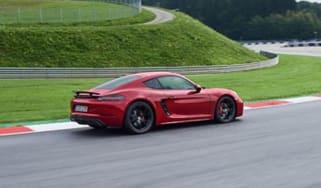 Porsche 718 Caman GTS - profile