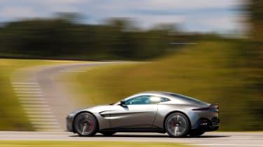 Aston Martin Vantage - silver dynamic profile