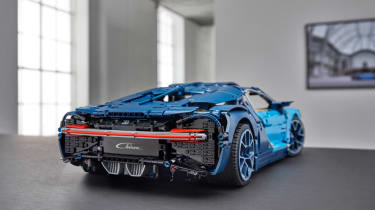 Bugatti Lego header rear