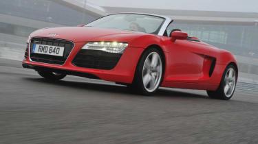 Audi R8 Spyder V8 red