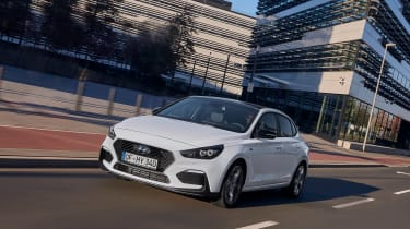Hyundai i30 Fastback N-Line - front quarter