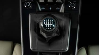 Porsche 911 Carrera S manual blue - gearshift