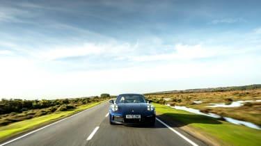 Porsche 911 Carrera S manual blue - nose tracking