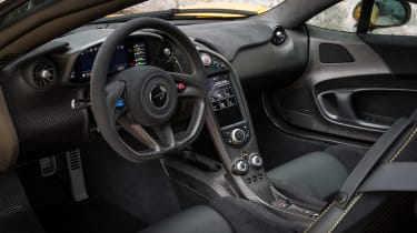 McLaren P1 yellow - interior
