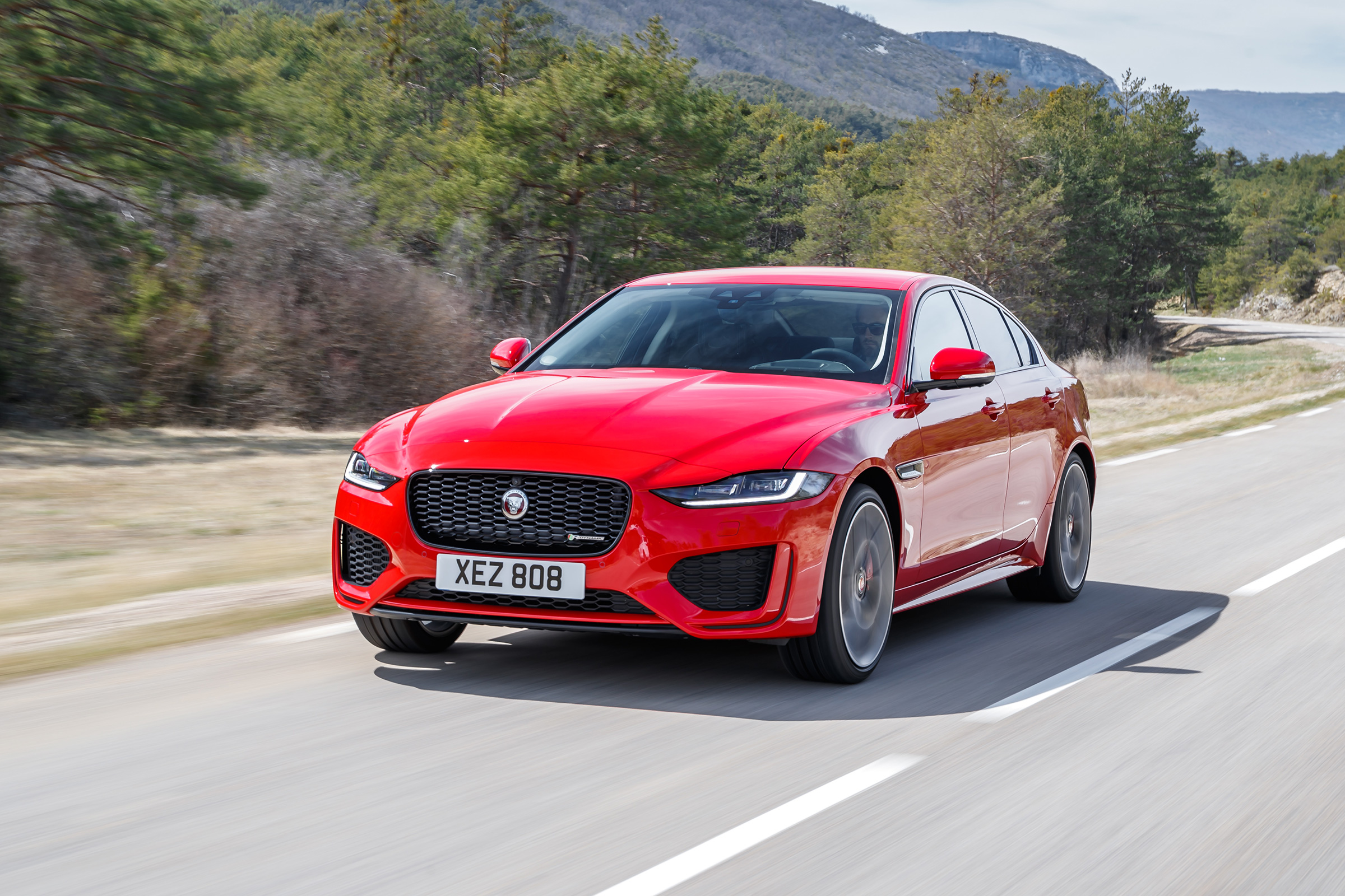 Jaguar XE P300 R-Dynamics S AWD review - how does it compare to the Giulia Veloce? | Evo
