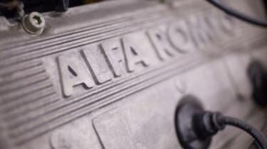 Alfa Romeo SZ - engine