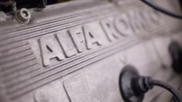 Alfa Romeo SZ - engine