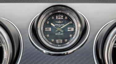 Bentley Bentayga V8 – Breitling clock