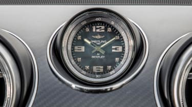 Bentley Bentayga V8 – Breitling clock
