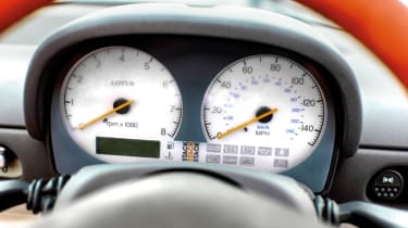 Lotus Elise Sport 135 dials
