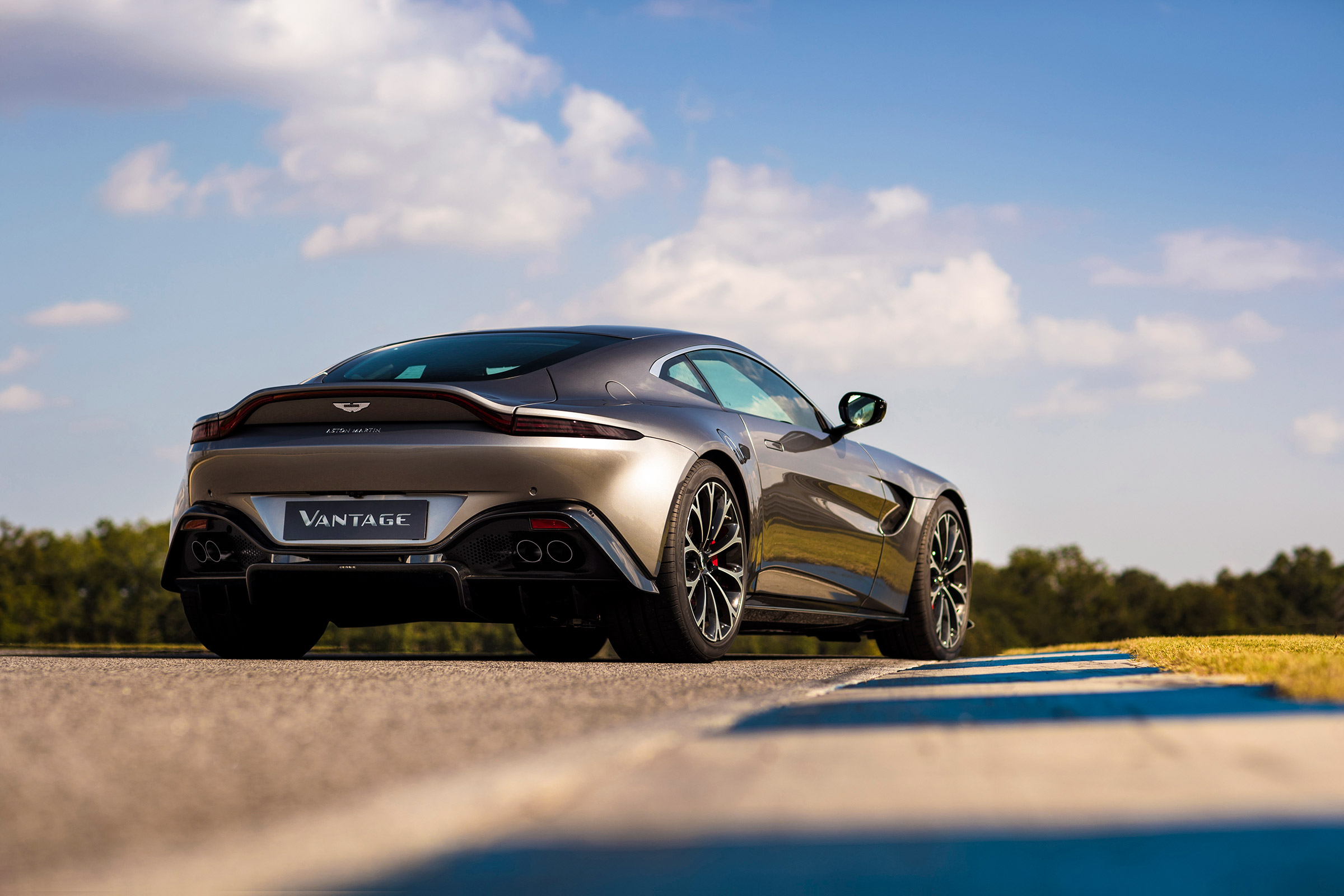 New Aston Martin Vantage Revealed Full Details And Specs On Aston S V8 Sports Car Evo