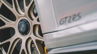 Porsche 911 GT2 RS - badge
