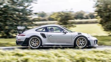 Porsche 911 GT2 RS - profile