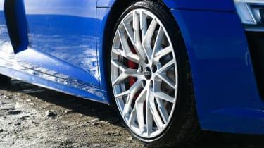 R8 RWS vs BMW M4 CS - R8 Wheel
