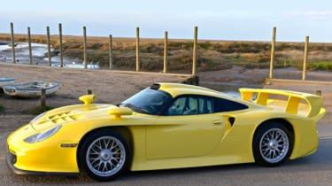 Porsche 911 GT1 Strassenversion yellow for sale
