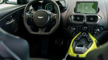 Aston Martin Vantage - black dash
