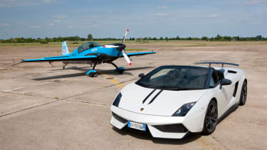 Video: Lamborghini vs. stunt plane