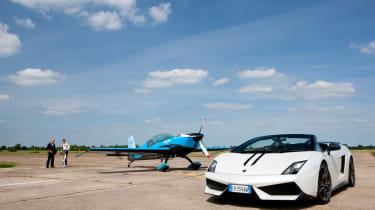 Video: Lamborghini vs. stunt plane