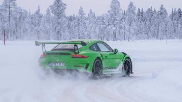 Porsche 911 GT3 RS snow - rear sliding
