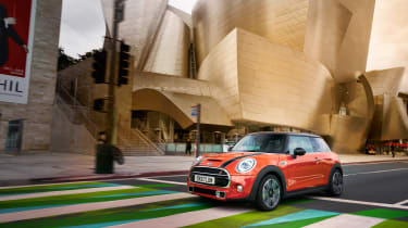 Mini Cooper facelift - Disney concert hall