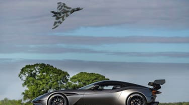 Aston Martin Vulcan - side profile