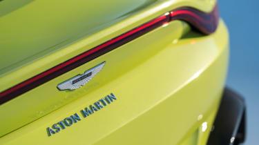 Aston Martin Vantage - green static deck