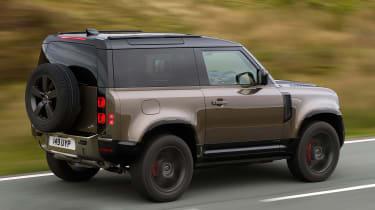 Land Rover Defender 90 P400 – side