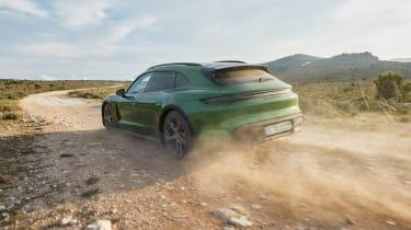 Porsche Taycan Cross Turismo - Turbo S dirt