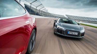 Tesla v R8 - track