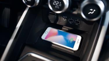 Renault Clio interior 2019 - phone