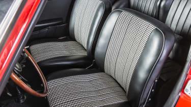 Porsche 911 barn - seats