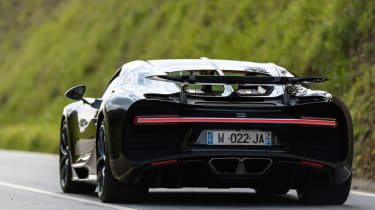 Bugatti Chiron - rear tracking