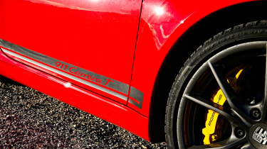 Porsche 911 Carrera T – carbon ceramic brakes