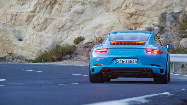 Porsche 911 Carrera S 991.2 - rear driving