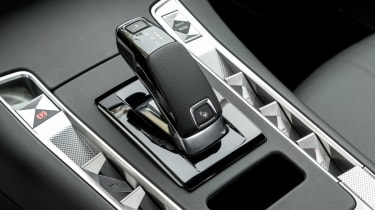 DS7 Crossback – gear lever