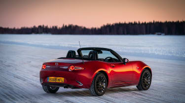 Mazda MX-5 2019 - rear quarter