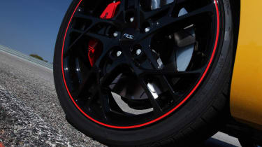 Renaultsport Megane 265 Cup red trimmed alloy wheel