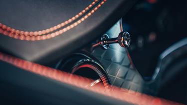 Bentley Bentayga S – stitching
