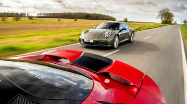 Porsche 911 Carrera vs Lotus Evora GT410 – rear tracking